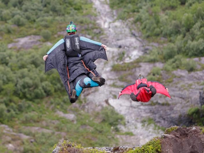 Basejump og fallskjermhopping i Loen